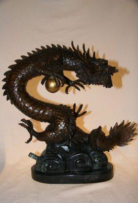 Chinesischer Bronze Drachen. Viele weitere asiatische Figuren / Tierfiguren / Steinfiguren