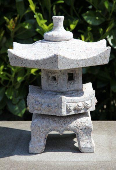Japanische Steinlaterne