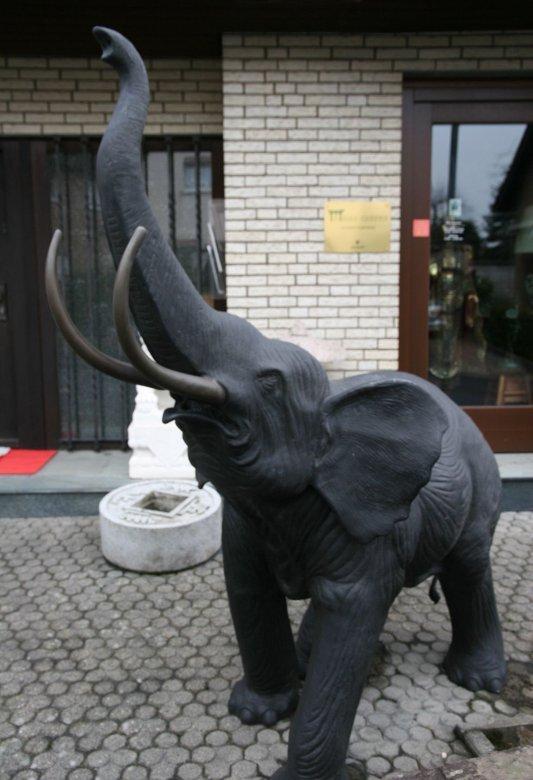 Elefant aus Bronze