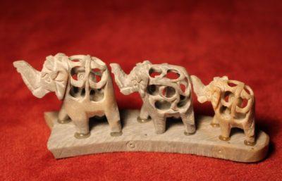 Elefanten aus Kamelknochen