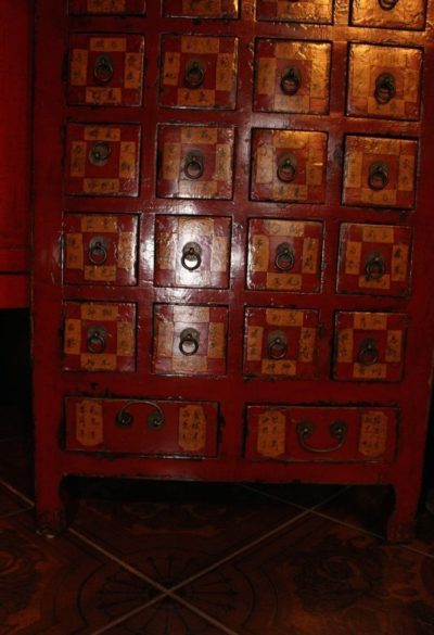 Antiker chinesischer Schrank braun