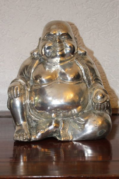 Happy Buddha / Dickbauch Buddha, aus Bronze, versilbert. Größe 24,5 x 22 x 16,5 cm