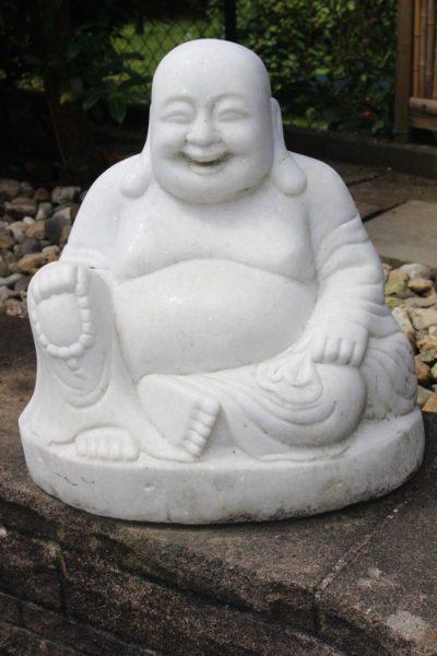 hinesischer Happy Buddha aus Marmor. Größe: 44 x 42 x 25 cm