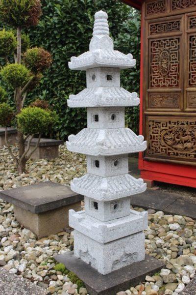 Japanische Steinlaterne. Größe: 150 x 35 cm