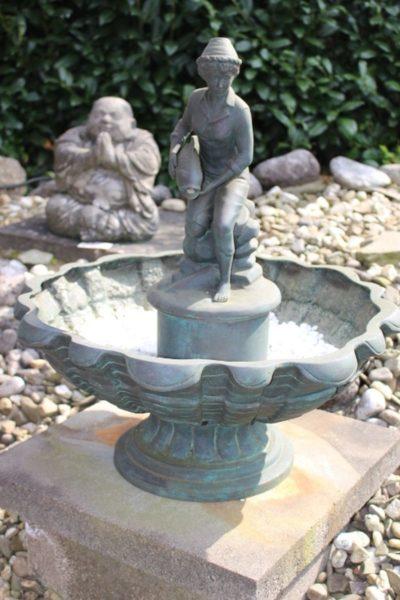 Jugendstil Brunnen aus Bronze. Größe: 65 x 58 x 58 cm