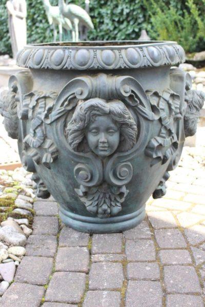 Jugendstil Kübel aus Bronze. Größe: 70 x 80 x 80 cm