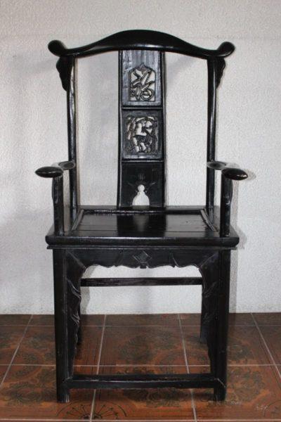 Chinesischer Stuhl. Größe: 117 x 67 x 55 cm