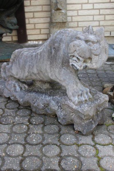 Panther aus Stein, als Paar. Größe: 53cm x 80 x 27 cm