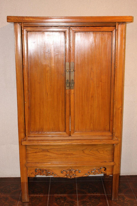 Hochzeitsschrank aus China. 65 jahre alt, gefertigt aus Ulmenholz.