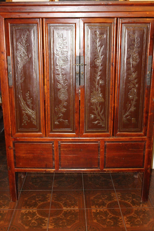 Hochzeitsschrank aus China. 70 jahre alt, gefertigt aus Ulmenholz