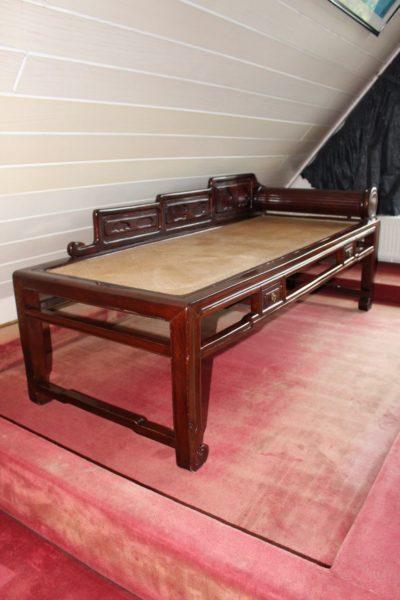 Chinesisches Opiumliege / Opiumbett, 60 Jahre alt. Maße: 170 x 70 x 70 cm