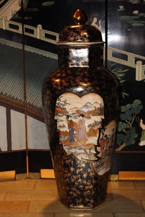 Imari Deckelvase aus Japan, 86 x 30 cm
