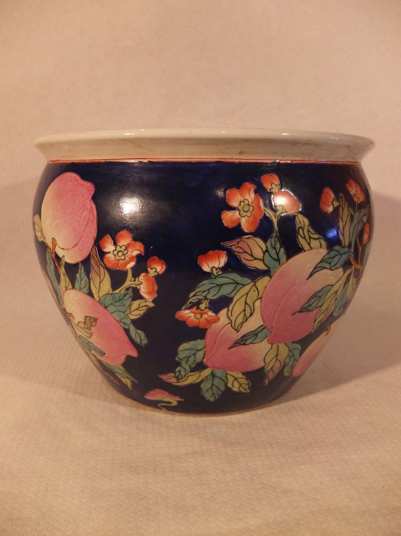 Blumentopf mit Blumenbemalung, 32 cm Material: Porzellan Herkunft: China Maße: 32 cm Durchmesser, Höhe: 25 cm Gewicht: 5,8 kg