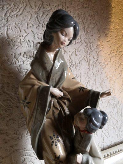 """Porzellanfigur """"Mutter mit Kind"""" Maße: 15 x 9 cm"""