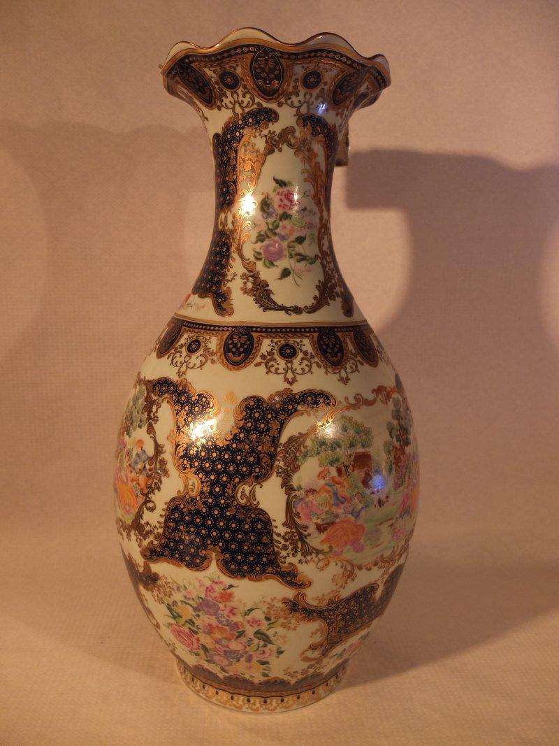 Verzierte chinesische Vase, 62 cm Herkunft: China Maße: 30 cm Durchmesser, Höhe: 63 cm Gewicht: 7,8 kg