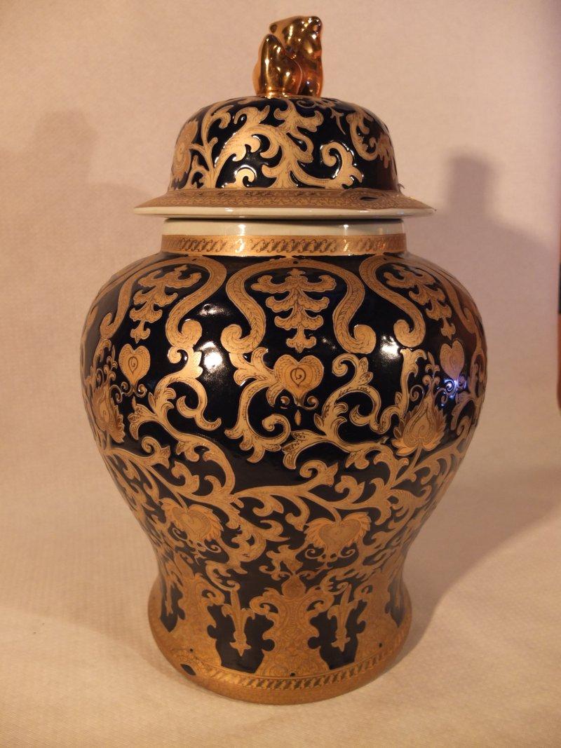 Verzierte chinesische Vase, 62 cm Material: Porzellan Herkunft: China Maße: 30 cm Durchmesser, Höhe: 63 cm Gewicht: 7,8 kg