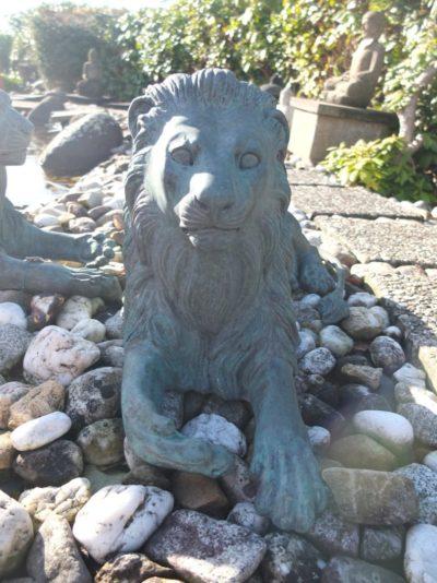 Bronze Löwe Paar, liegend, ca. 120 x 50cm Material: Bronze Herkunft: -- Maße: ca. 120 x 50cm