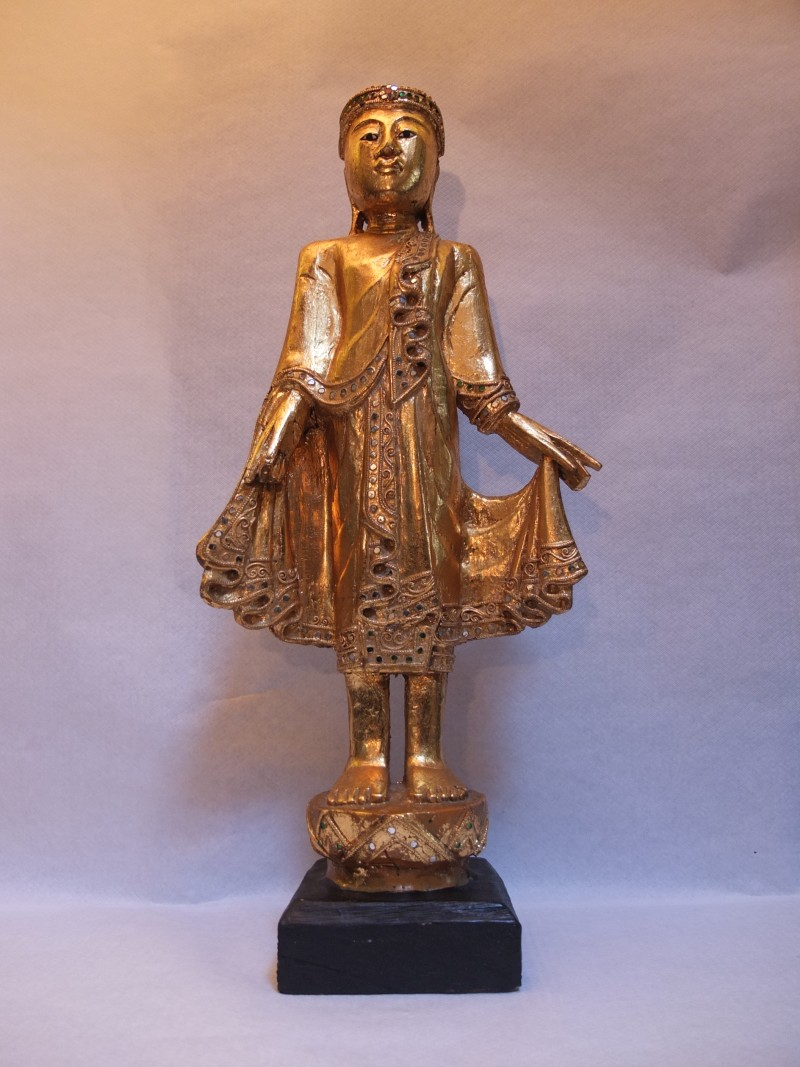 Holz Buddha stehend