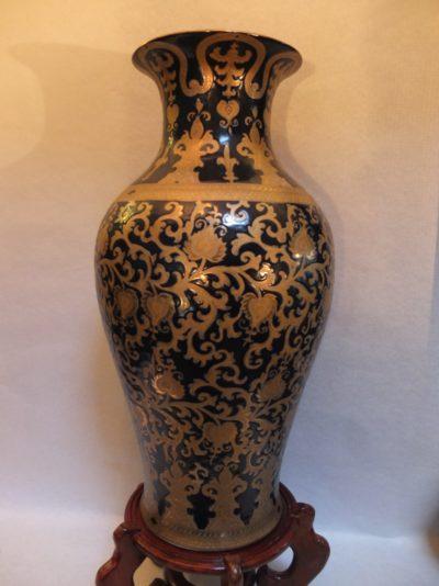 Große antike Vase mit aufwendige Bemalungen Material: Porzellan Herkunft: China Maße: 61 x 30 cm Sockel optional erhältlich