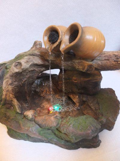 Zimmerbrunnen / Wasserspiel mit Beleuchtung, Strombetrieben Material: Holz / Kunststoff Herkunft: China Maße: 34 x 25 x 20 cm