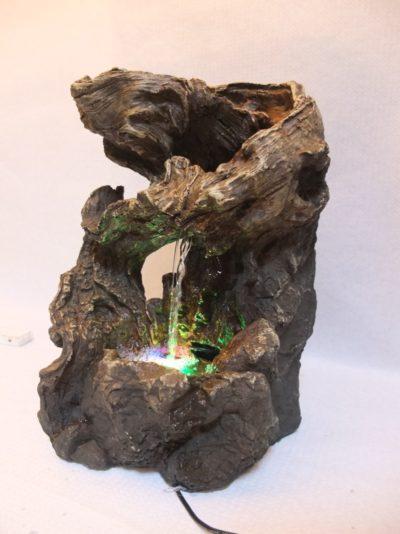 Zimmerbrunnen / Wasserspiel mit Beleuchtung, Strombetrieben Material: Holz / Kunststoff Herkunft: China Maße: 35 x 24 x 18 cm