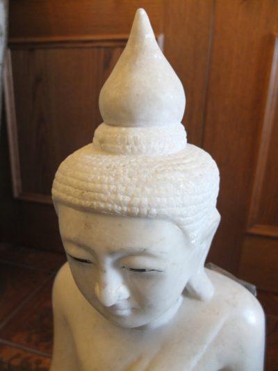 Weißer massiver Marmor - Buddha Material: Marmor Herkunft: Thailand Maße: 70 x 40 cm Hinweis: Extrem massives und schweres Produkt.