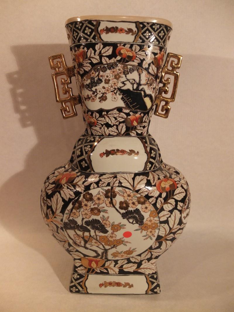 China Vase mit Goldhenkel, 61 cm