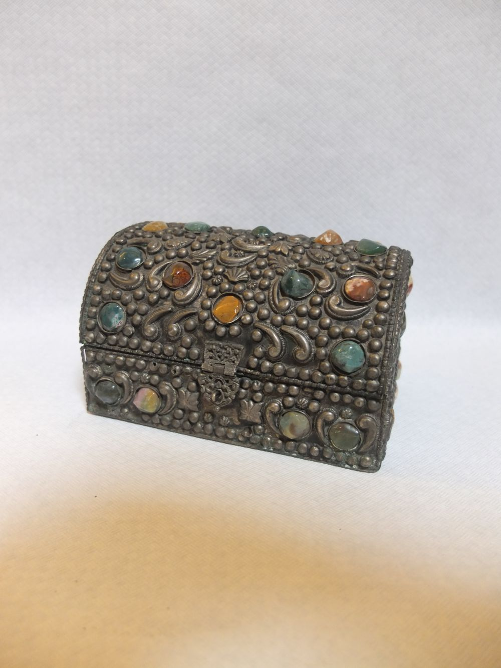 Schmuckkästchen mit Steinchen