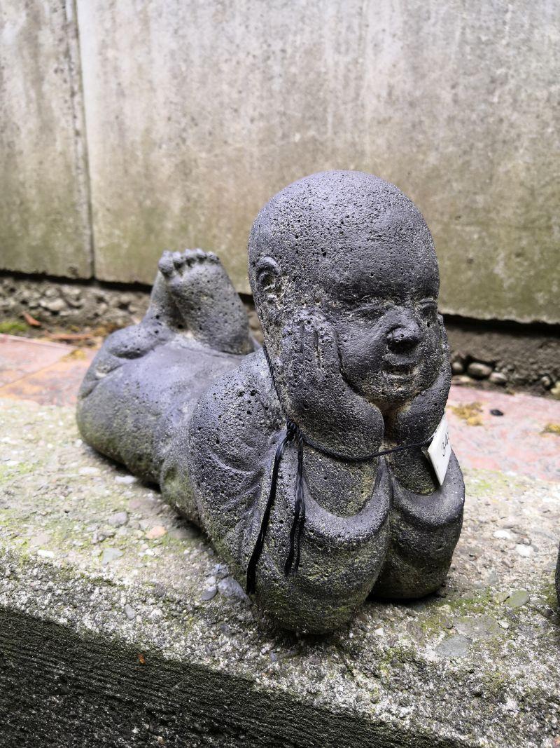 Liegende Mönche als Paar Material: Stein Maße: 26 x 17 x 11 cm Gewicht: 6 kg