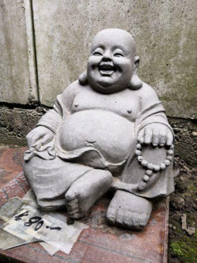 Akshobhya Buddha aus Stein, als Relief Herkunft: Indien Material: Stein Maße: 56 x 30 cm Gewicht: 20 kg