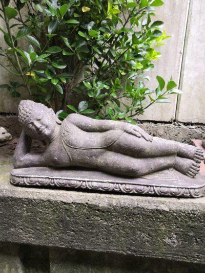 Liegender Buddha aus Stein Material: Naturstein Maße: 56 x 25 x 14 cm Gewicht: 15 kg