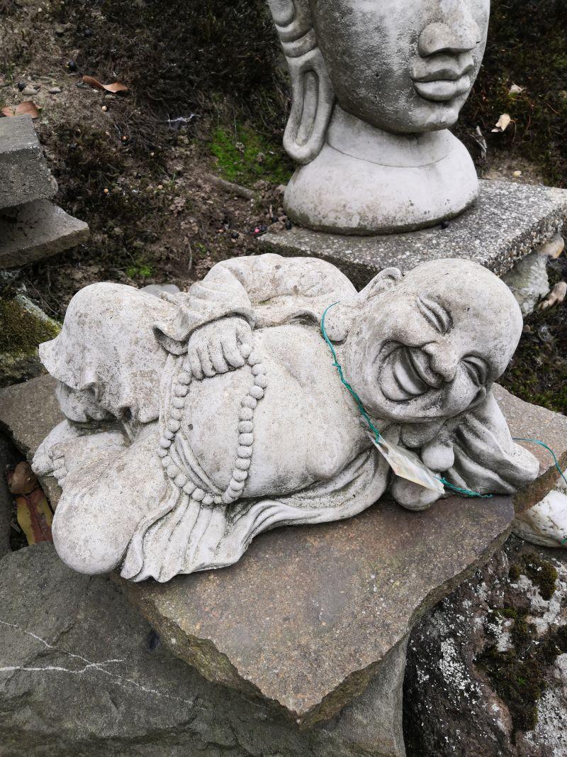 Happy Buddha aus Beton, 29 cm Material: Beton Maße: 29 x 20 x 24 cm Gewicht: 20kg