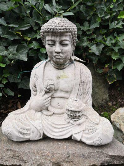 Buddha sitzend aus Beton, 45 cm Material: Beton Maße: 45 x 40 x 30 cm Gewicht: 30 kg