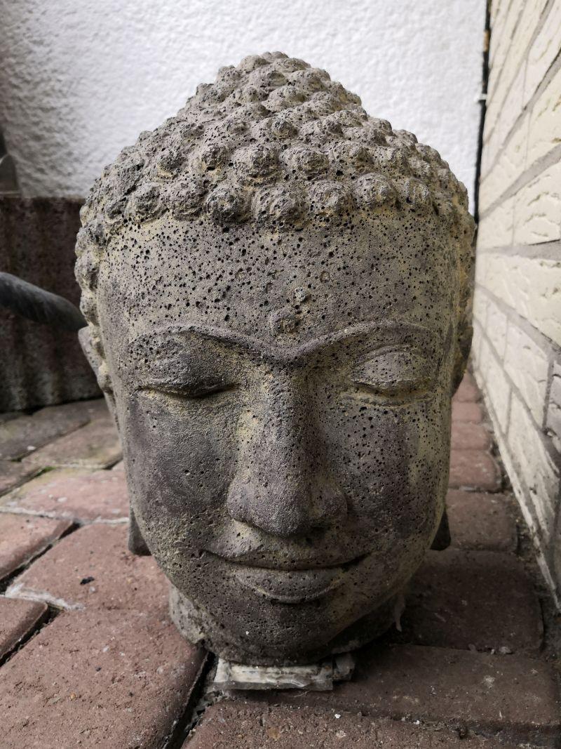 Buddha Kopf aus Stein, 32 cm Material: Stein Maße: 32 x 20 x 18 cm Gewicht: 5 kg