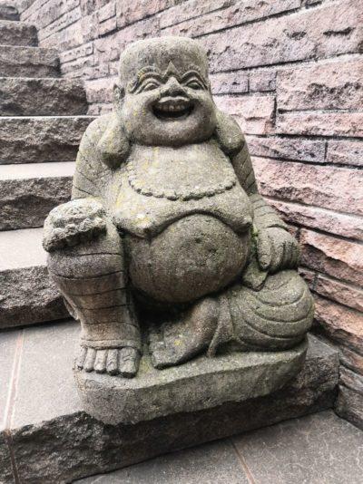 Happy Buddha aus Stein, 60 cm Material: Stein Maße: 60 x 40 cm Gewicht: 50 kg