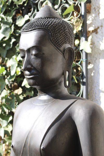 Khmer Buddha Seite links. Hochwertige Figur aus dem Onlineshop von Asian Garden, www.asian-garden.de