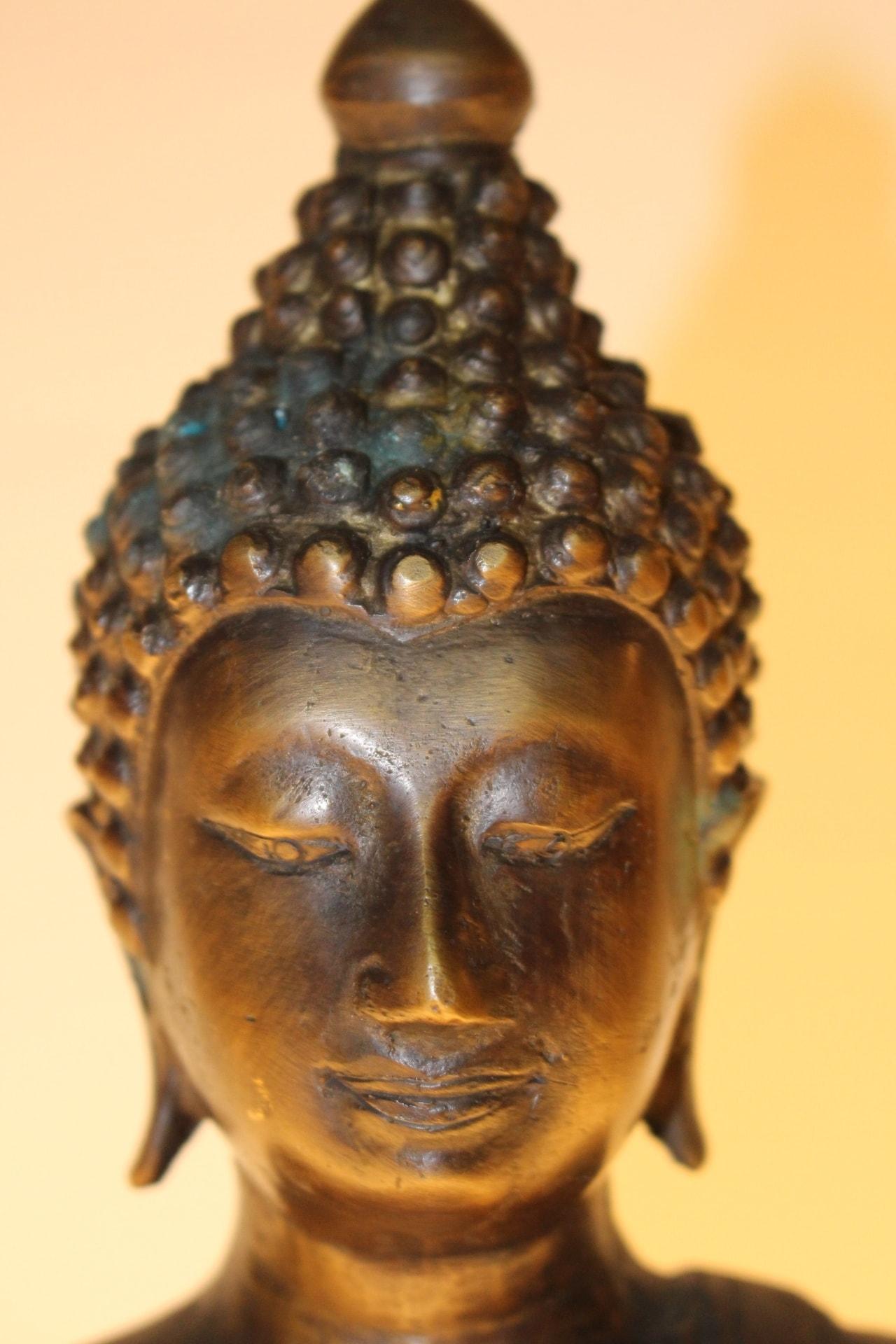 bronze buddha statue zu kaufen auf asian. Black Bedroom Furniture Sets. Home Design Ideas