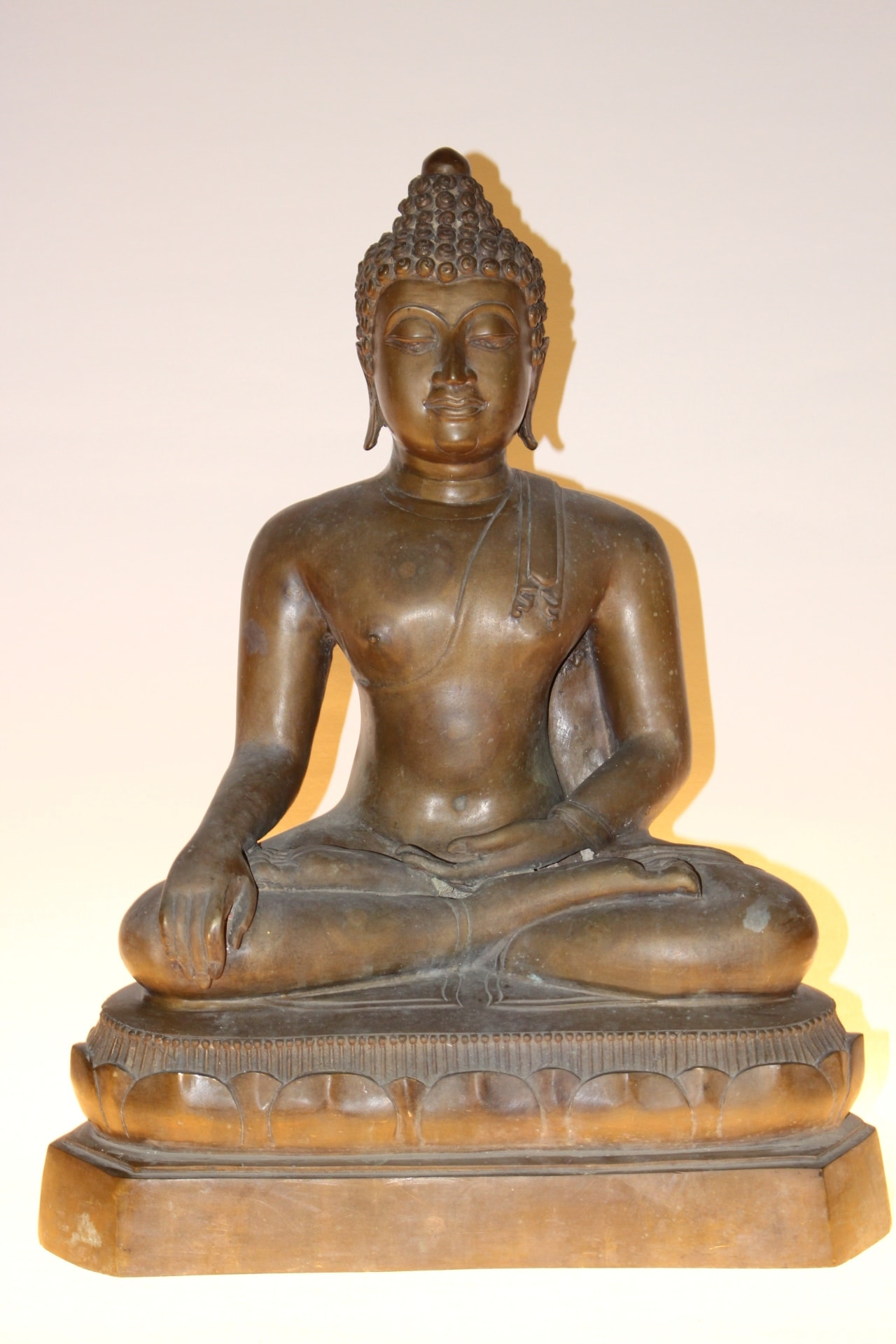 bronze buddha figur zu kaufen auf asian. Black Bedroom Furniture Sets. Home Design Ideas