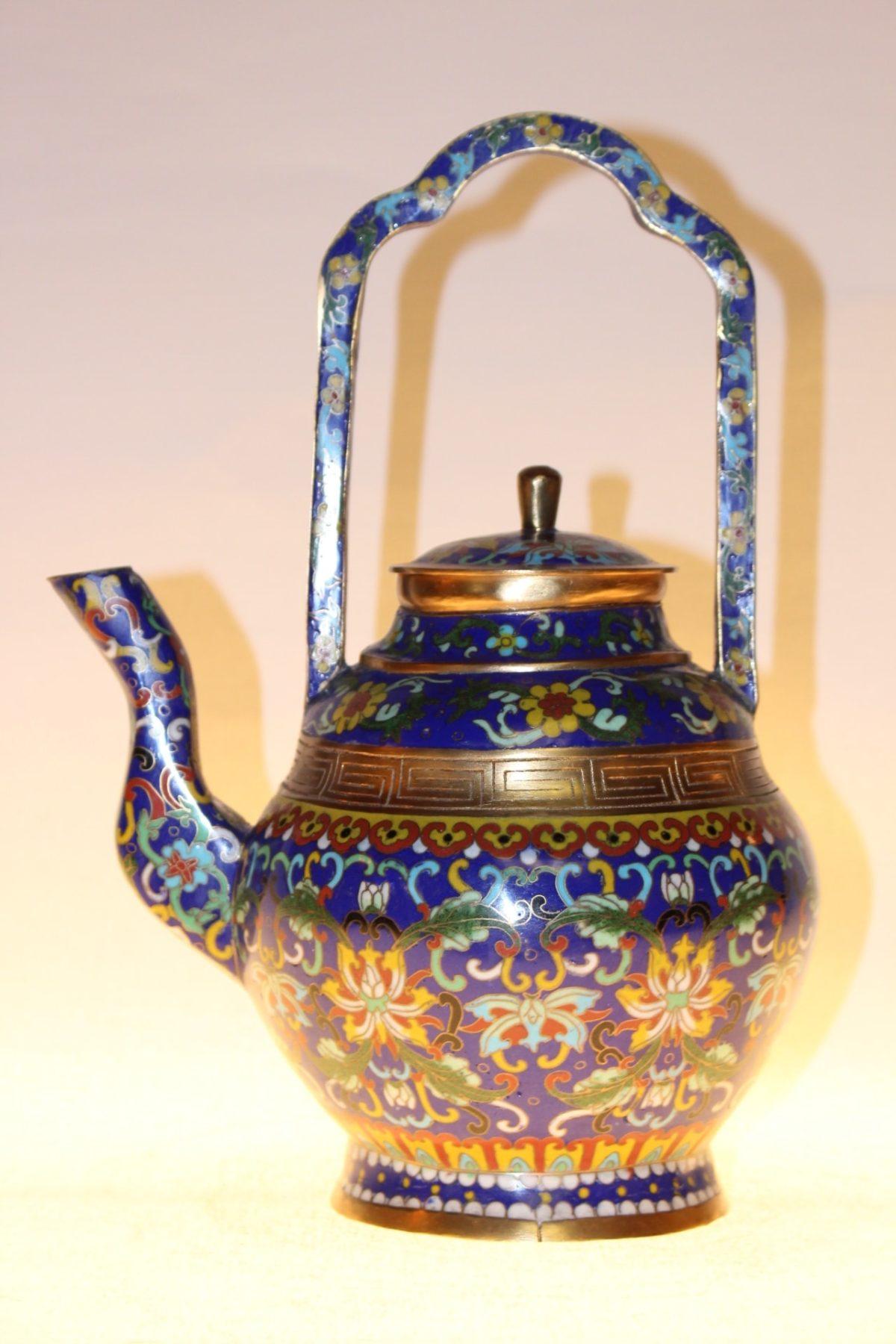 Chinesische Teekanne aus Cloisonné, ca. 75 Jahre alt, 30,5 x 22 x 17 cm