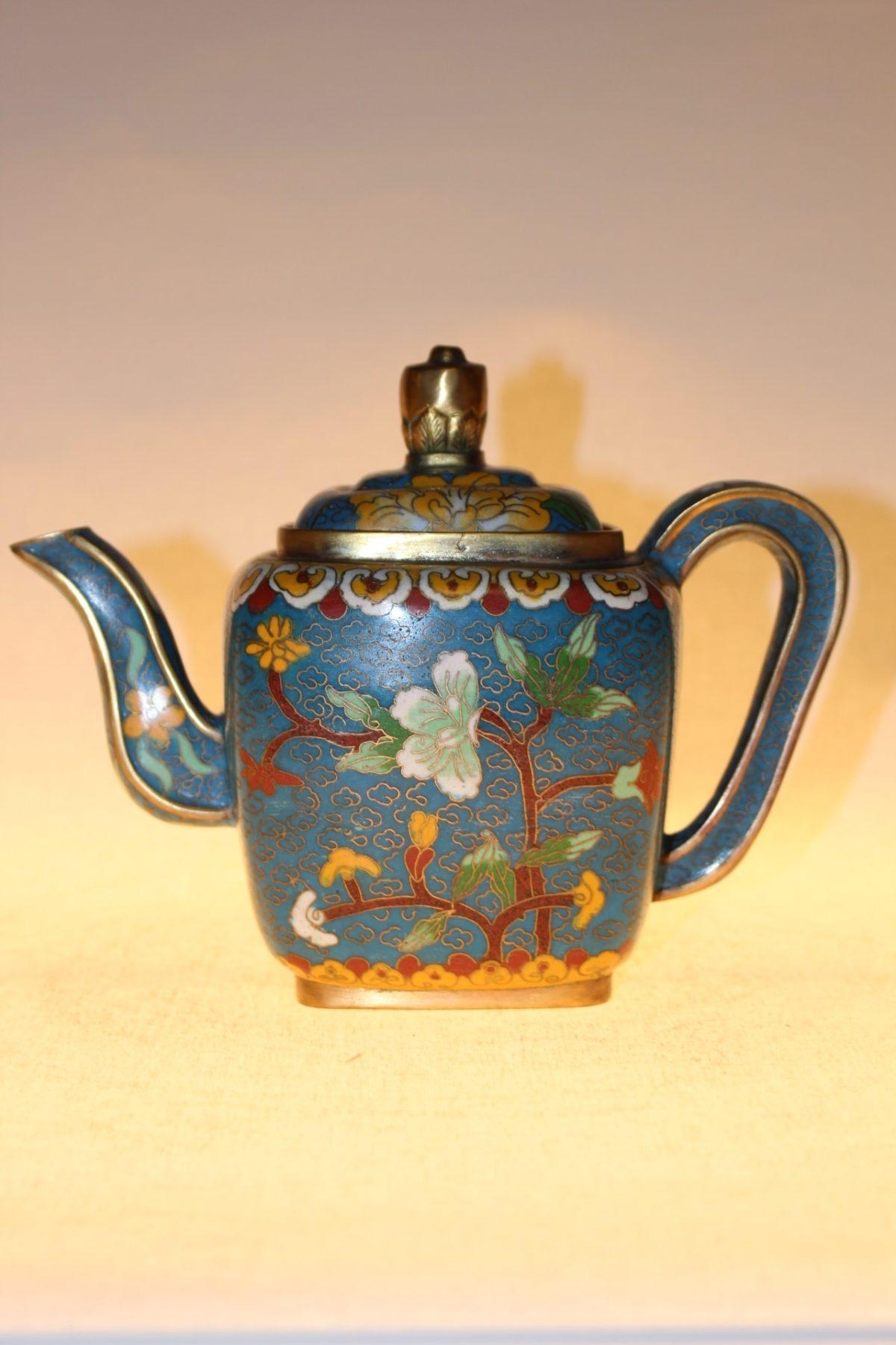 Chinesische Teekanne aus Cloisonné, ca. 75 Jahre alt, 14,5 x 19 x 10,5 cm