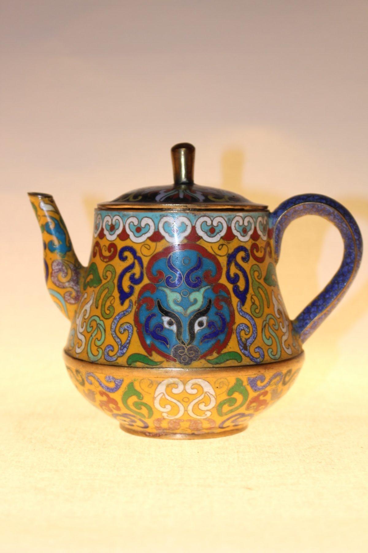 Chinesische Teekanne aus Cloisonné, ca. 75 Jahre alt, 14 x 16,5 x 12,5 cm