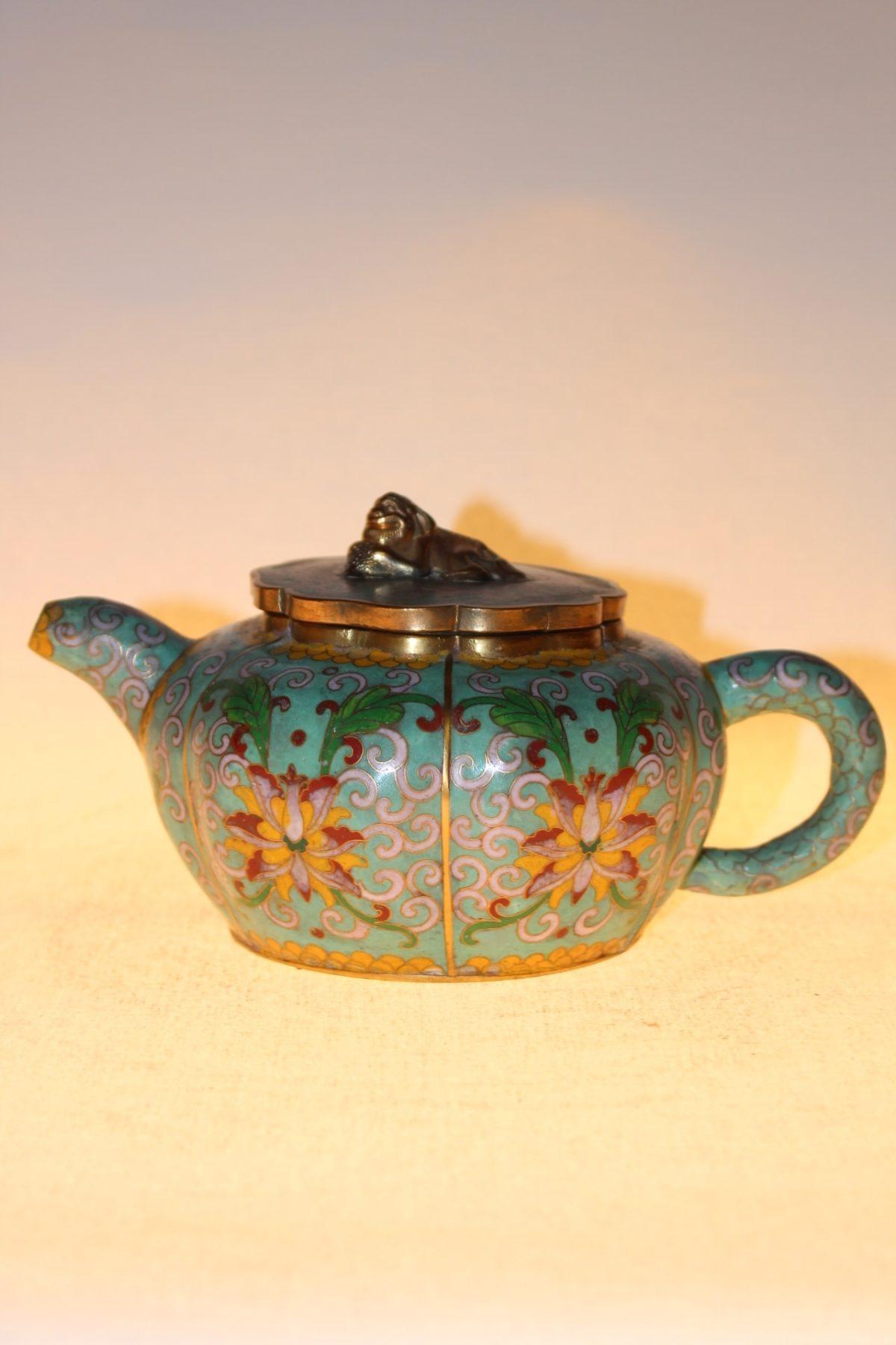 Chinesische Teekanne aus Cloisonné, ca. 75 Jahre alt, 10 x 19,5 x 12,5 cm