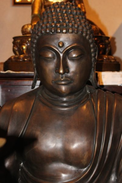 Kamakura Buddha aus Bronze. Amida Buddha aus der Kamakura-Periode, 13. Jahrhundert.