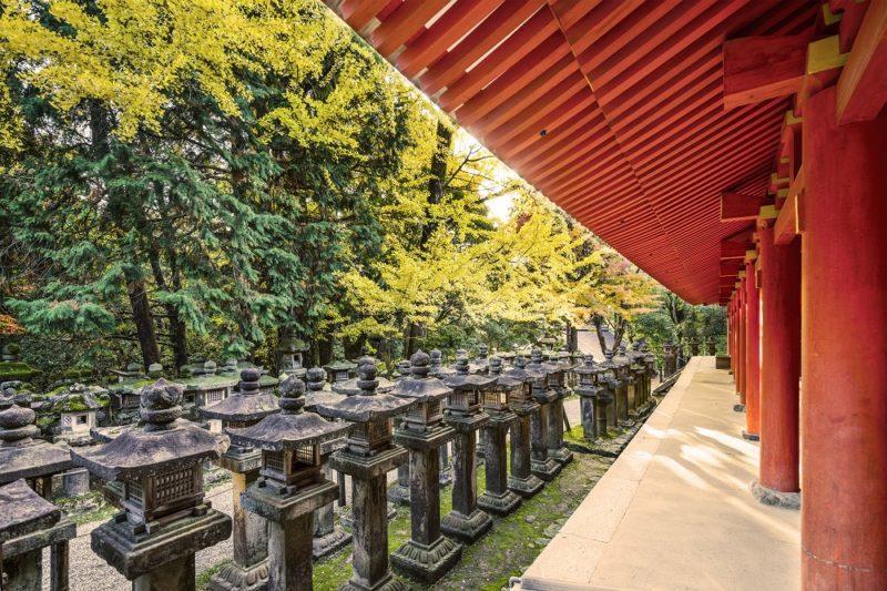 Steinlaternen aus Asien, Japan, China, Indonesien, oft aus Granit in grau